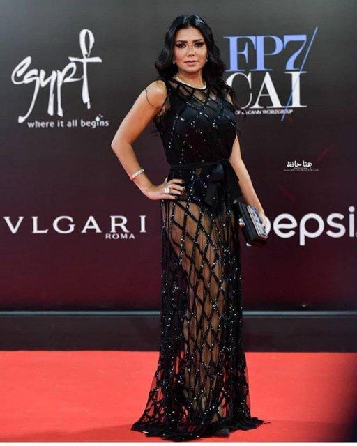 Египетскую актрису могут посадить из-за откровенного наряда - фото 162717