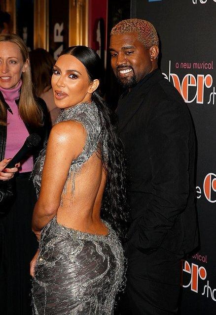 Ким Кардашьян не смогла удержать грудь в узде и опозорилась - фото 162814