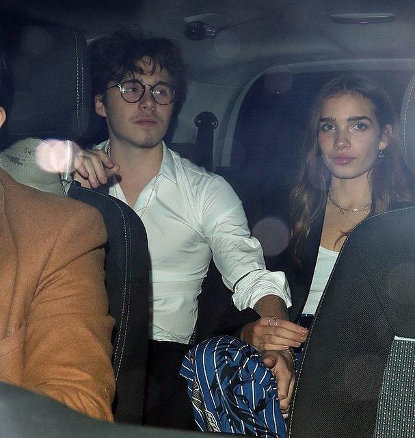 Бруклин Бекхэм сбежал с новой девушкой с вечеринки после British Fashion Awards - фото 163977