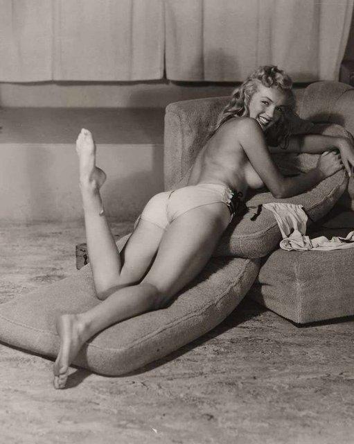 Позировала без белья: опубликованы архивные фото Мэрилин Монро - фото 164125