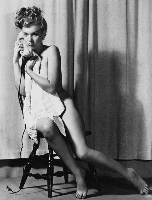 Позировала без белья: опубликованы архивные фото Мэрилин Монро - фото 164126