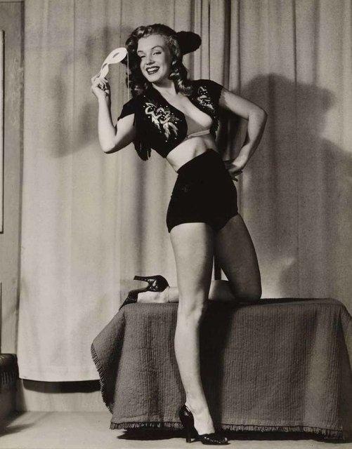 Позировала без белья: опубликованы архивные фото Мэрилин Монро - фото 164132