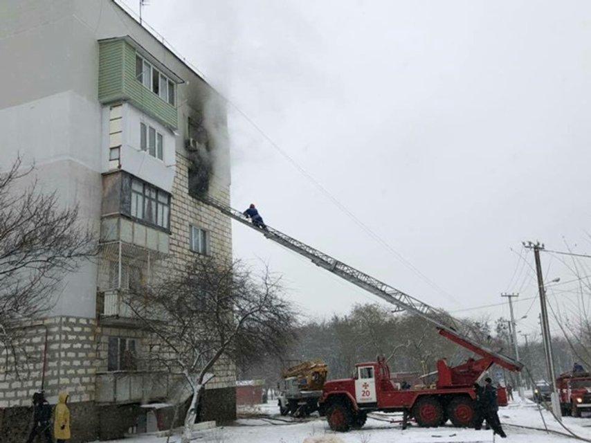 В жилом доме Одесской области из-за петард сгорели несколько квартир - фото 164758