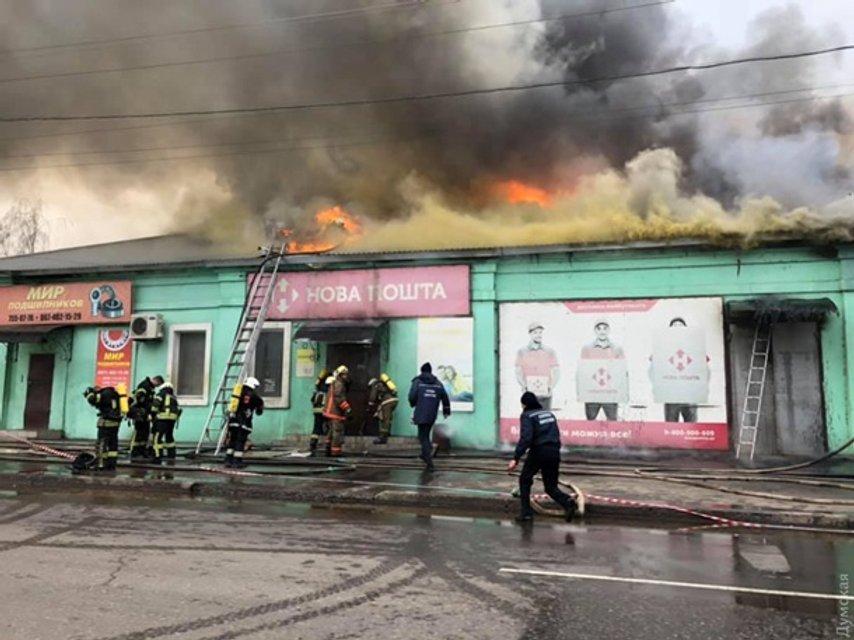 В Одессе произошел масштабный пожар: дым накрыл небо - фото 164781