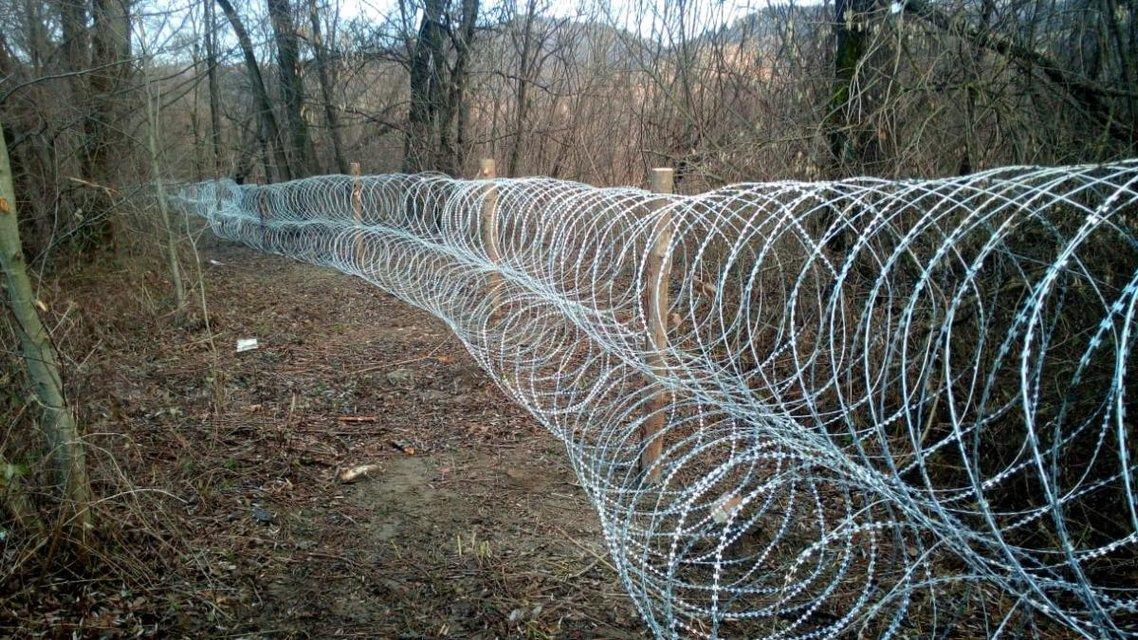 Все ради борьбы с контрабандой: на Закарпатье потратились на километры колючей проволоки - фото 164823
