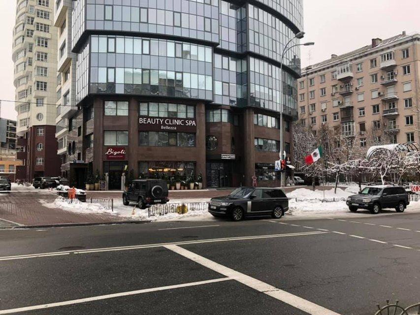 Совесть нации: Вакарчук нагло нарушил правила дорожного движения и показал свое лицо ФОТО - фото 165041