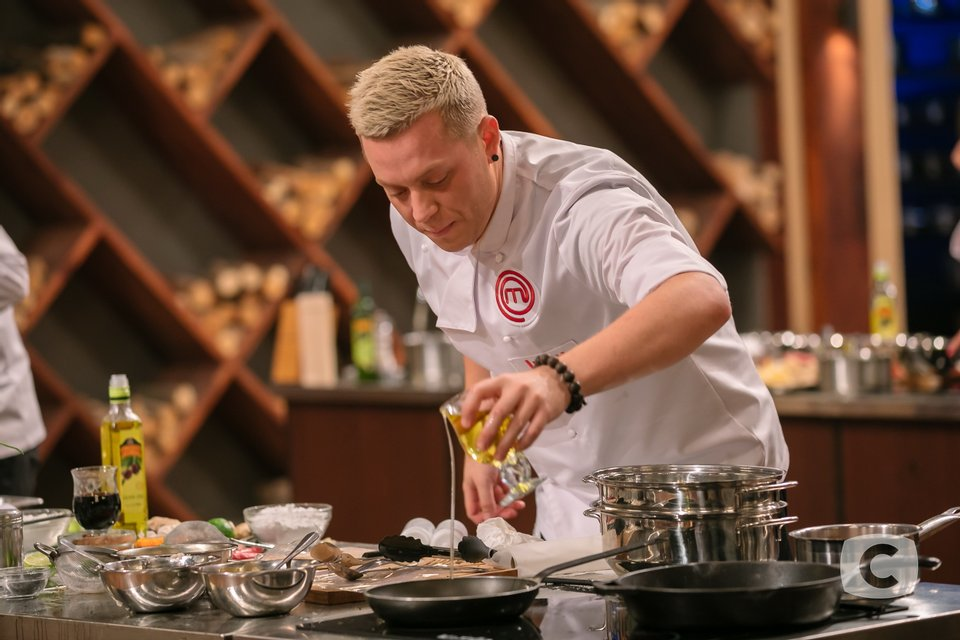 МастерШеф 8 сезон 34 выпуск онлайн: борьба тройки лучших кулинаров-аматоров 8 сезона - фото 165445