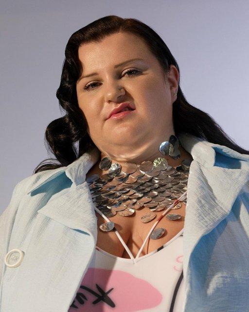 Звезда украинского хип-хопа Alyona Alyona показала родителей в новом клипе - фото 165514