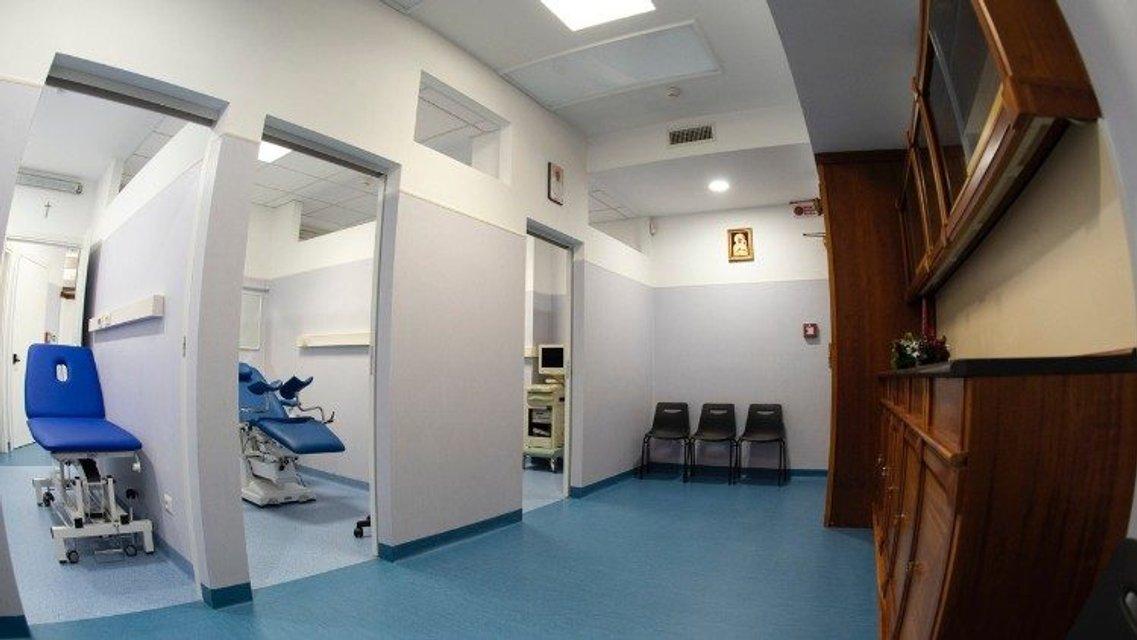 Папа Римский подарил бездомным больницу - фото 165887