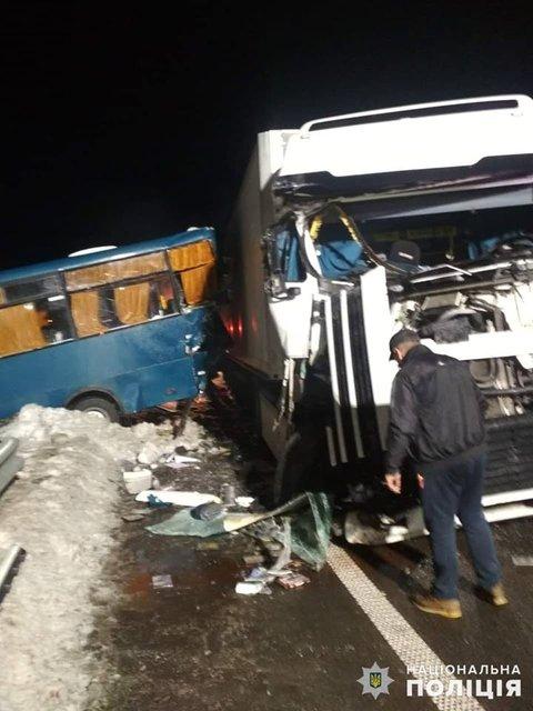 Только за утро 27 декабря случилось две серьезные аварии  - фото 166369