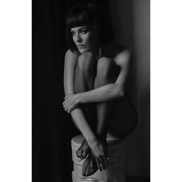 Даша Астафьева топлес позировала в эффектной фотосессии - фото 166392