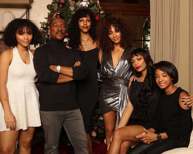 Эдди Мерфи отпраздновал Рождество в компании своих 10 детей - фото 166468