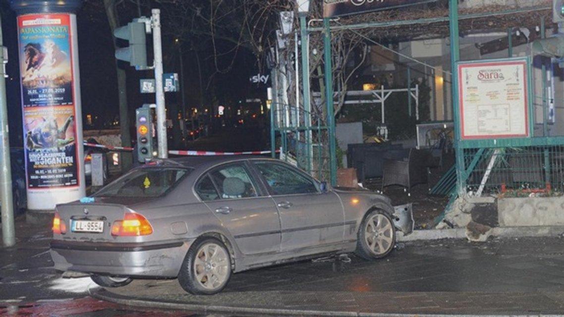 В Берлине авто на литовских номерах сбило на тротуаре пять человек - фото 166741