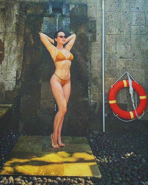 Даша Астафьева поделилась пикантными фото из отпуска - фото 167590