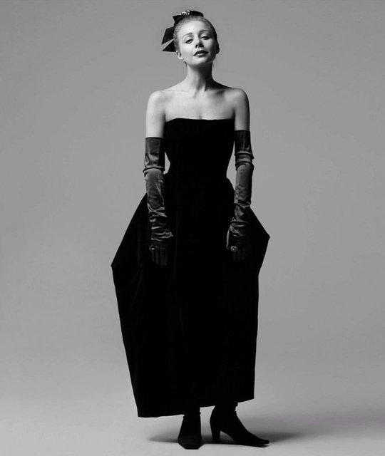 Тина Кароль едва не оголила грудь в откровенном наряде - фото 167674