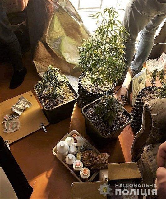 В Киеве полицейские накрыли наркодилеров с товаром на миллион - фото 167714