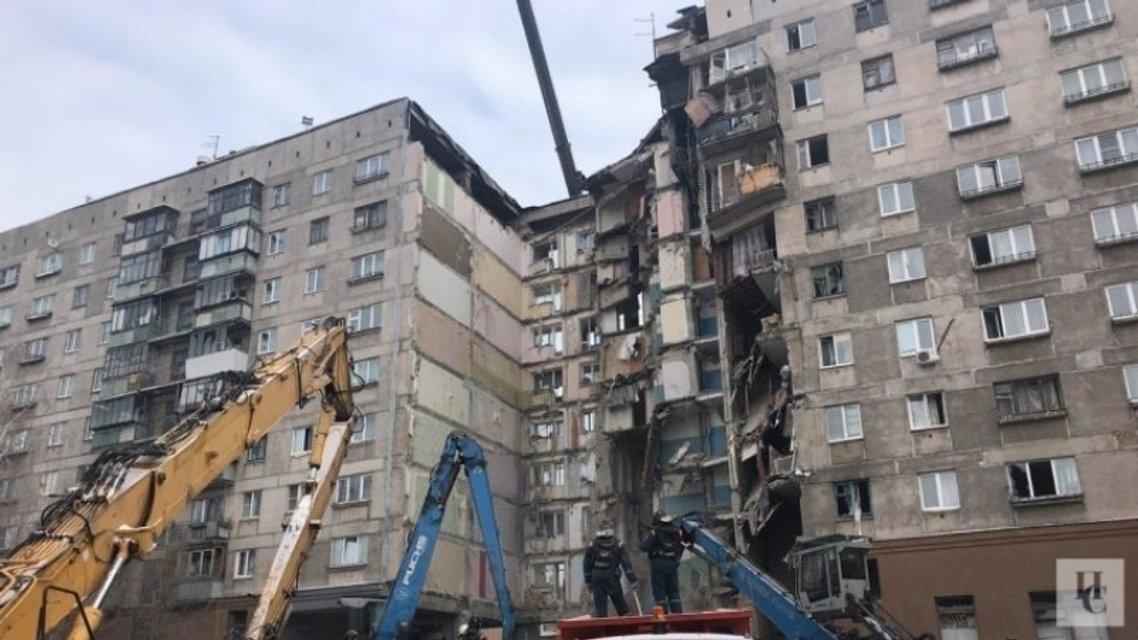 Череда взрывов в России: в Ростовской области разнесло жилой дом, под завалами люди - фото 168027