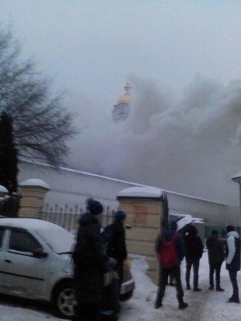 В Киеве пылает Печерска лавра - фото 168100