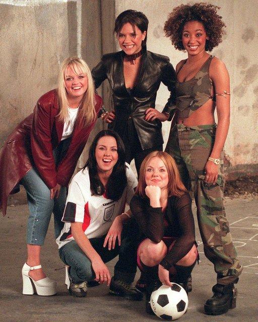 Виктория Бекхэм завидует коллегам из Spice Girls - фото 168791