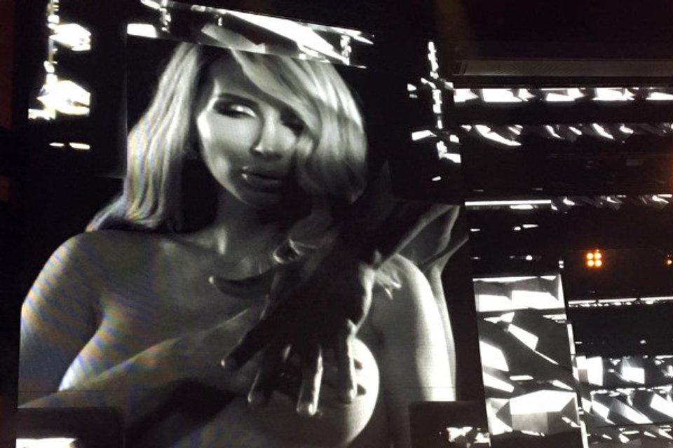 Лобода на концерте в Москве показала зрителям голые фото - фото 169055