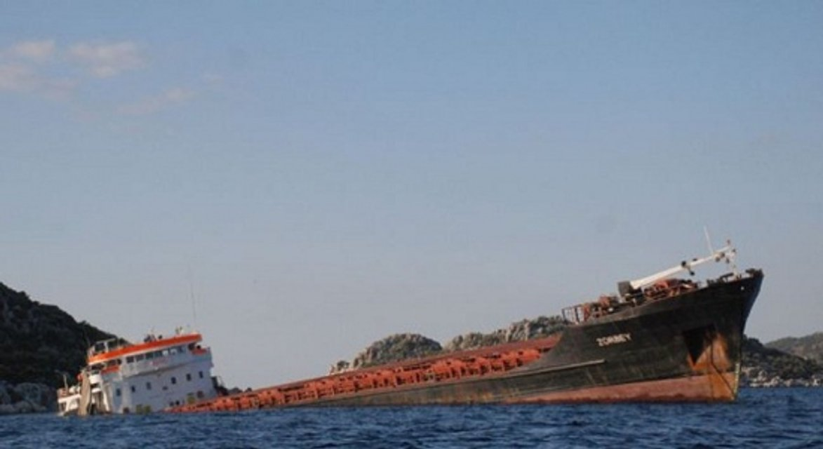 Денег не будет: 'крымское проклятие' уничтожило теневой флот России - фото 169062