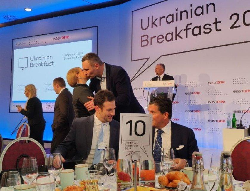 Тимошенко и Гриценко игнорировали Порошенко на завтраке в Давосе (ФОТО) - фото 169332