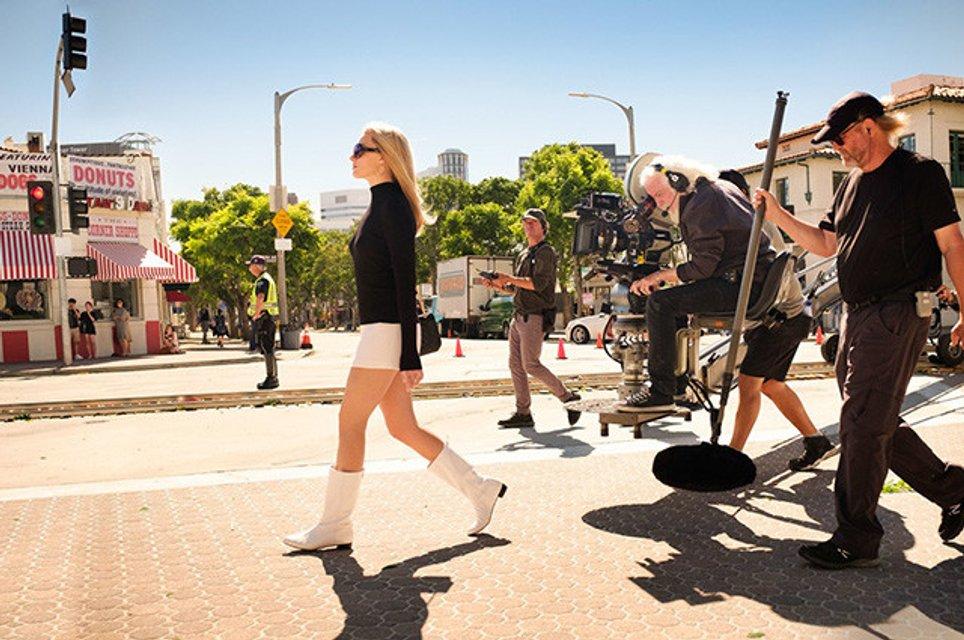 Однажды в Голливуде: яркие кадры со съемок фильма Тарантино - фото 169806