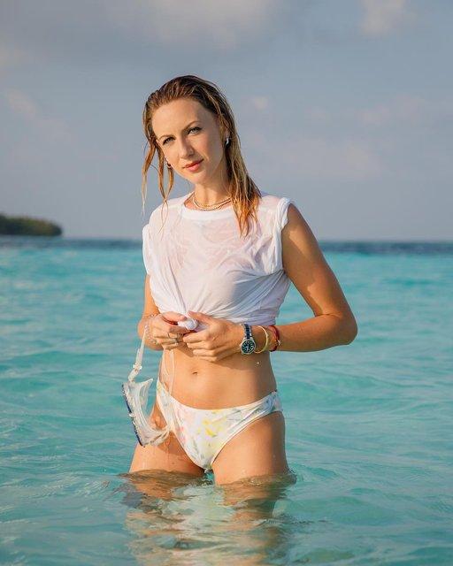 В мокрой майке на голое тело: Леся Никитюк порадовала эротичными фото - фото 169908