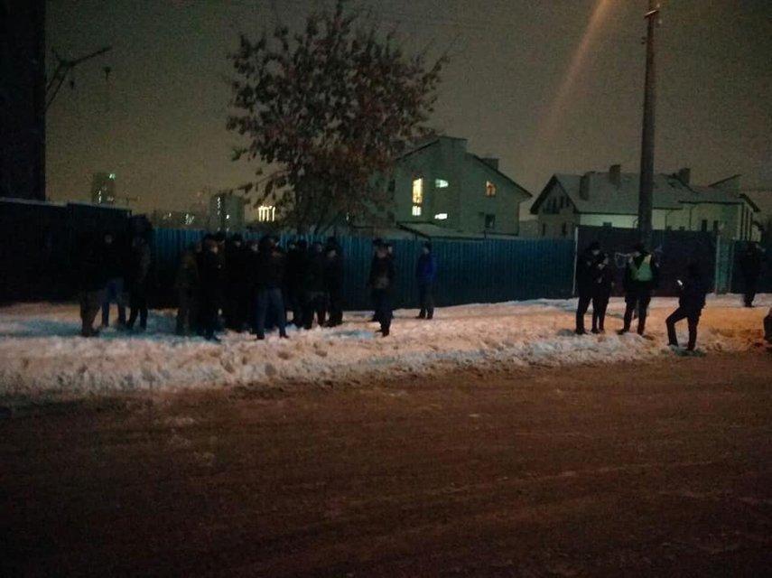 Дикие подростки-чеченцы, избившие мужчину в центре Киева, извинились на камеру (ВИДЕО) - фото 170014