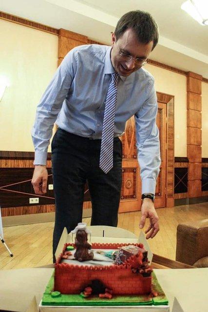 Мечтателю о 'Гиперлупе' подарили торт с развалинами Кремля (ФОТО) - фото 170398