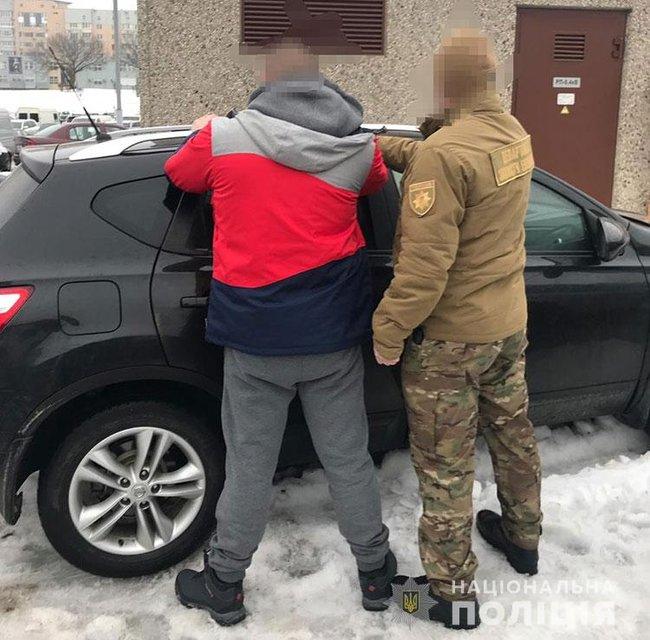 В Киеве чиновник устроил правоохранителям пробежку со стрельбой - фото 170497