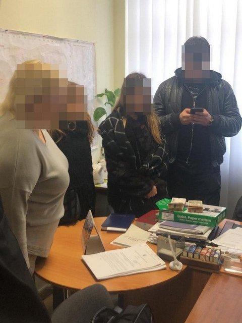 Мелкая харьковская чиновница попалась на огромной взятке - фото 170525