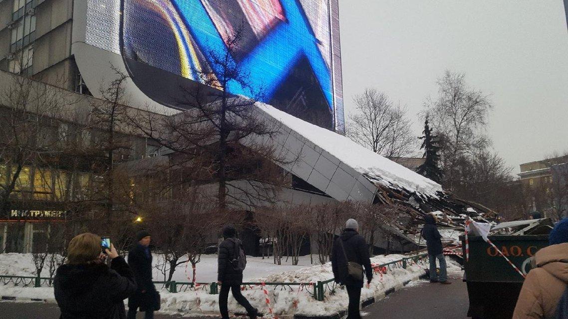 В Москве рухнул навес причастного к Крымскому мосту института - фото 170781