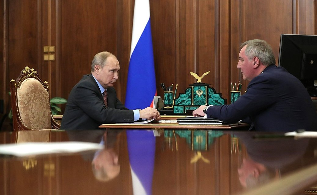То ли пьяный, то ли стыдно: колонизатор Луны Рогозин шокировал внешним видом (ФОТО) - фото 170949