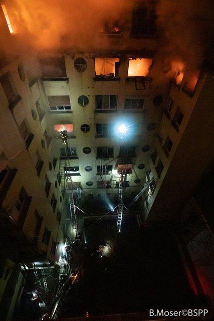 В элитном районе Парижа горит дом: погибли жильцы и пострадали пожарные - фото 171065