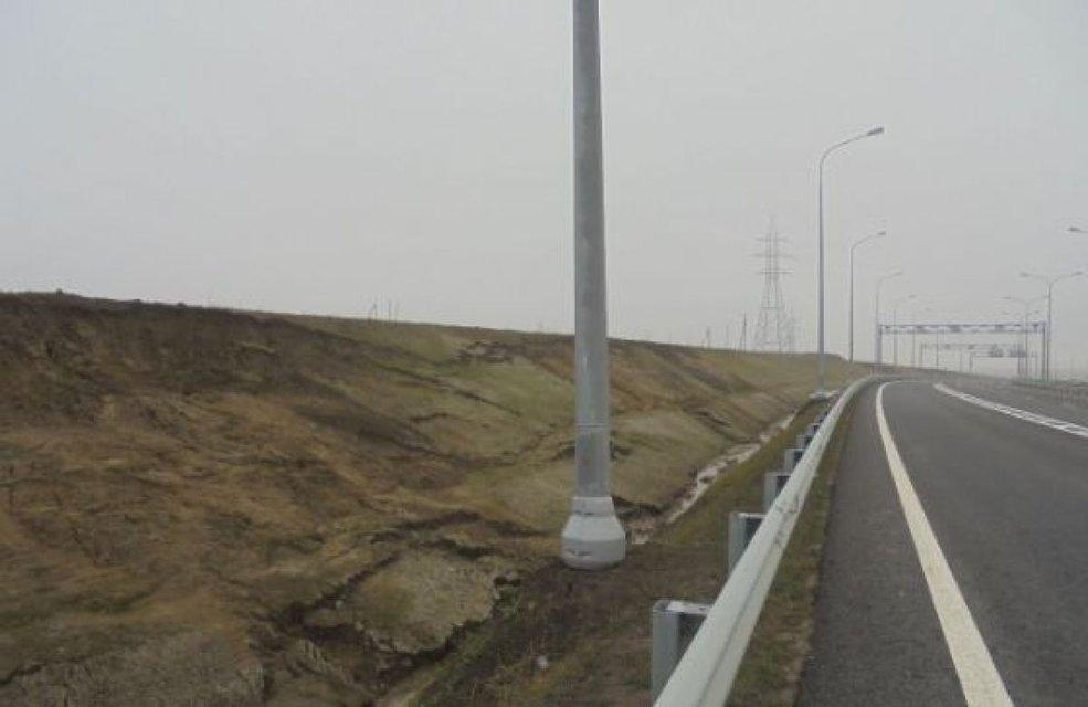 Трасса к Керченскому мосту превращается в непроходимое болото (ФОТО) - фото 171161
