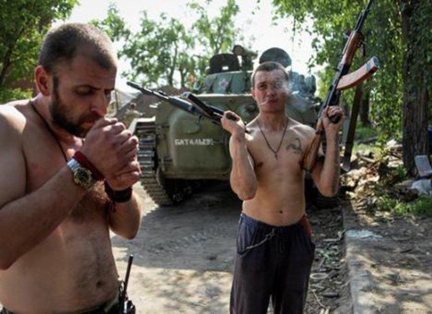 Один из главарей 'ДНР' собирается свинтить в Европу с украинской биометрикой - фото 171427