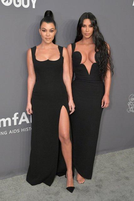 Ким Кардашьян засветила силиконовую грудь - фото 171477