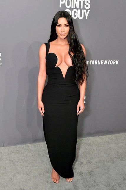 Ким Кардашьян засветила силиконовую грудь - фото 171479