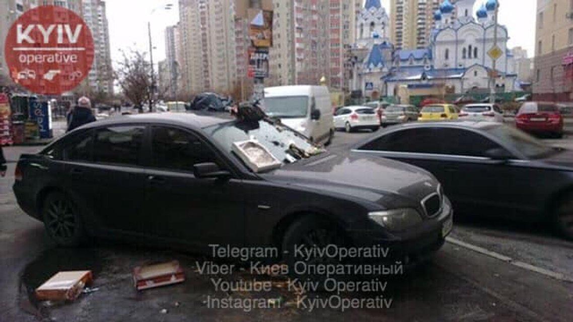 Герой парковки наказан: машину Джедулы забросали мусором - фото 171517