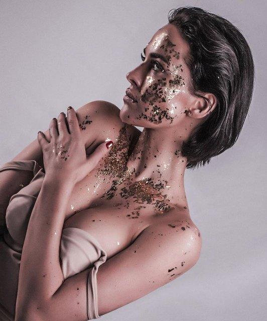 Даша Астафьева в пикантном наряде снялась в роскошной фотосессии - фото 171541