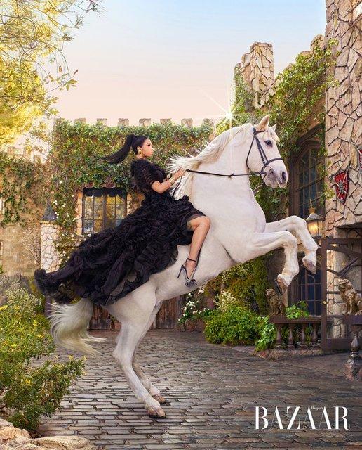 В образе Рапунцель и не только: Карди Би снялась в сказочной фотосессии - фото 171745