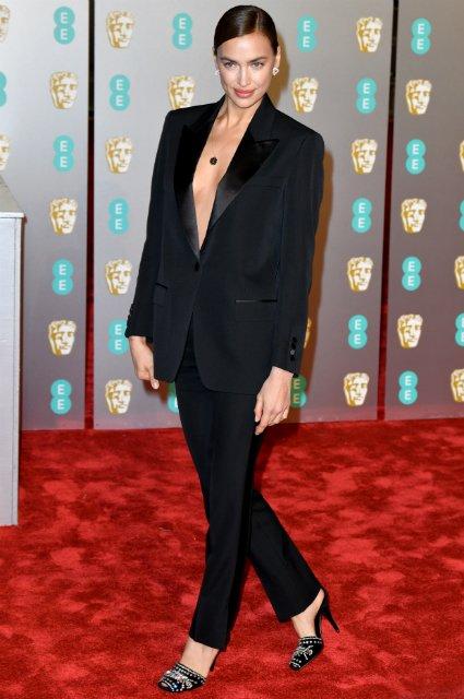 Пиджак на голое тело: Ирина Шейк в смелом наряде посетила премию 'BAFTA 2019' - фото 171991