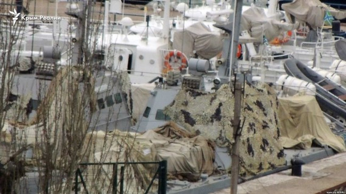 В Керчи спрятали захваченные украинские корабли (ФОТО) - фото 172032