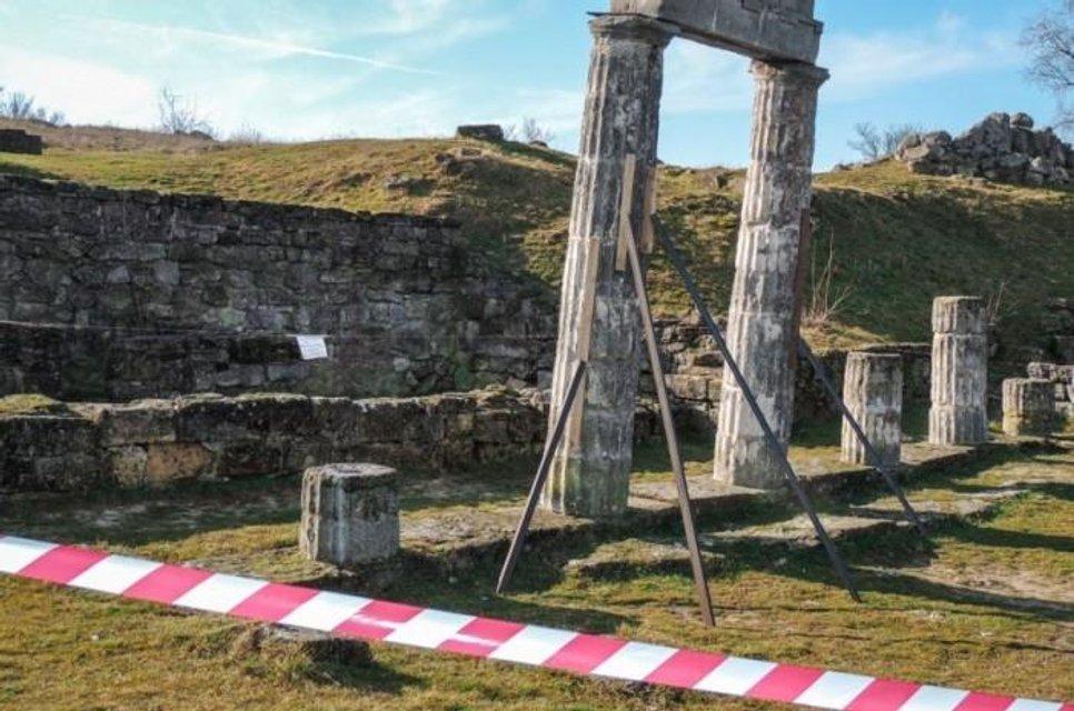 В оккупированном Крыму во время раскопок Пантикапея рухнули древние колонны (ФОТО+ВИДЕО) - фото 172292