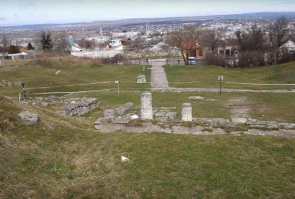 В оккупированном Крыму во время раскопок Пантикапея рухнули древние колонны (ФОТО+ВИДЕО) - фото 172293