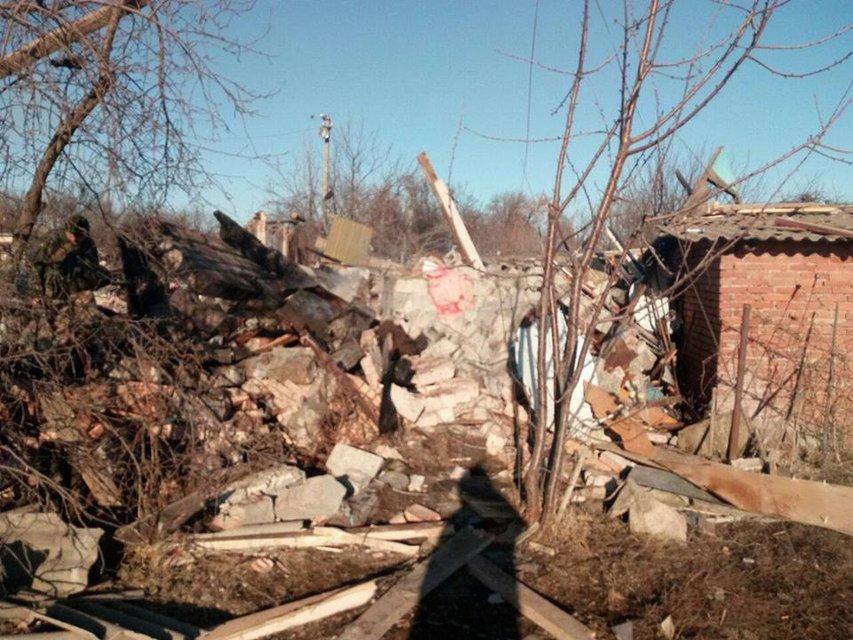Русские целенаправленно разбомбили жилой дом управляемым снарядом - фото 172563