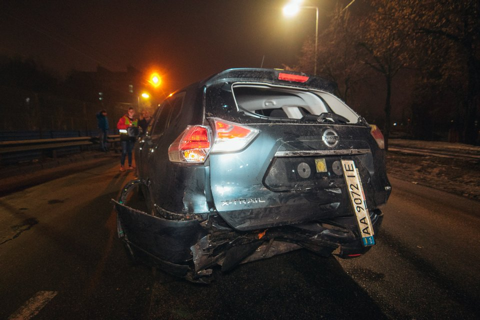 В Киеве пьяный неадекват угнал авто, врезался в Nissan и угрожал изнасиловать копов ВИДЕО - фото 172574