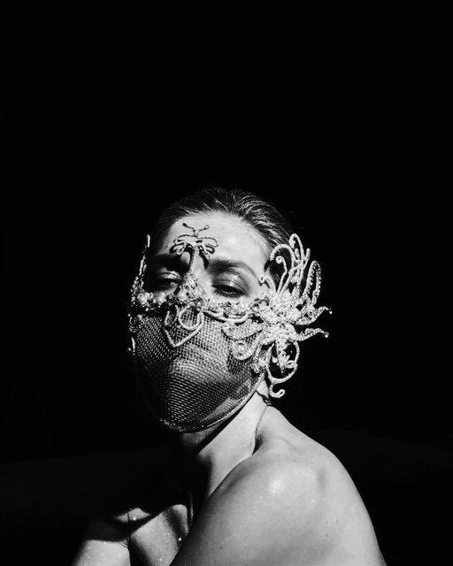 Голая в наморднике: Вера Брежнева разочаровала новым клипом - фото 172587