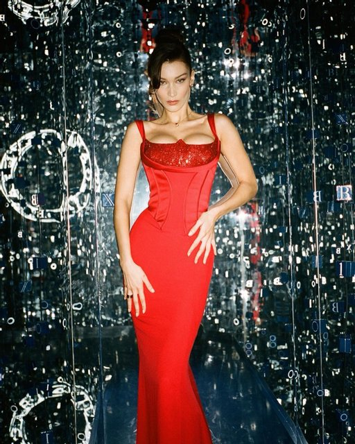 Супермодель Белла Хадид блеснула пышной грудью - фото 173486